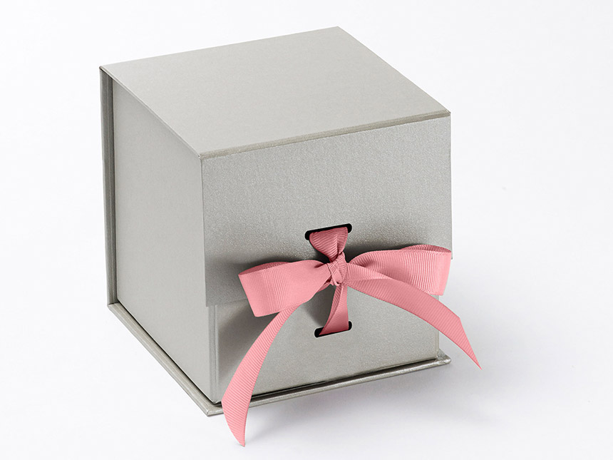 Silver cube giftbox pink ribbon